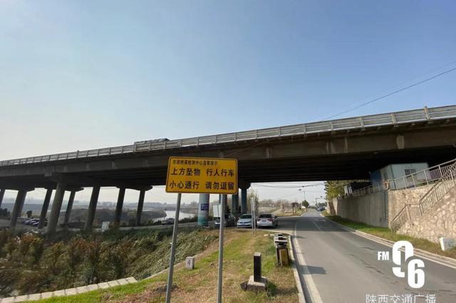 陕西渭河大桥水泥盖板两次坠落 官方:资金未批,无法维修