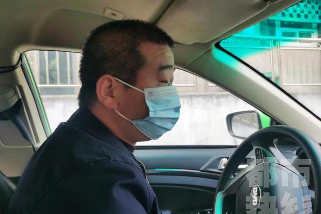 西安一孕妇搭乘出租车 行驶途中突然生下一个孩子