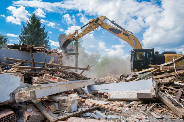 西安市莲湖区拆除2600平方米违建 预计施工时间为5天