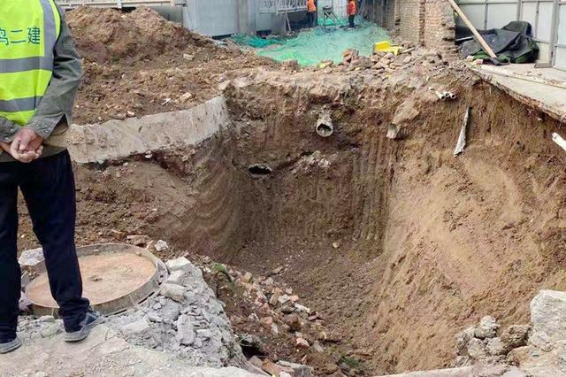 西安一楼盘围档施工占用幼儿园道路 家长担心存安全隐患