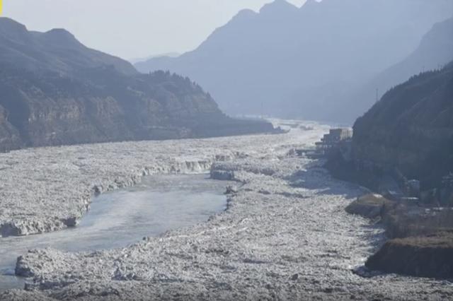 冰凌纵横 壶口瀑布十里龙漕变冰河
