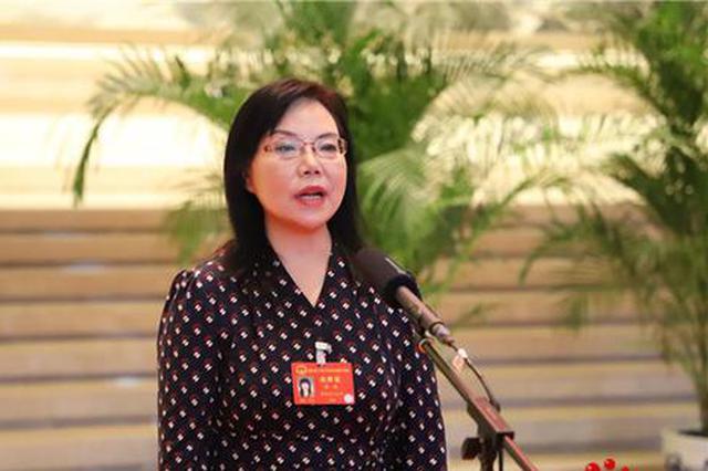 西安市人大代表张燕接受媒体采访 摄影 吴宇婷