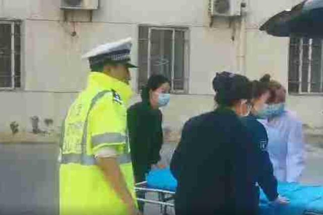 男子被旋耕机割伤腿急需救治 交警警车开道急送医院