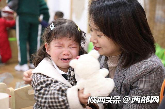 """喜大普奔!""""神兽回笼""""第一天 家长哼起小曲送娃上学"""