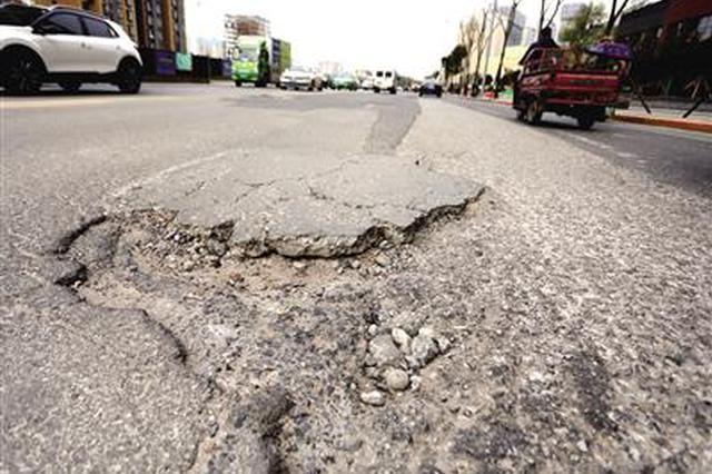 西安的哥爆料一路面坑洼多 出租車頻爆胎