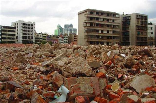 西安周至二曲鎮八一村耕地被倒建筑垃圾 誰來清理?
