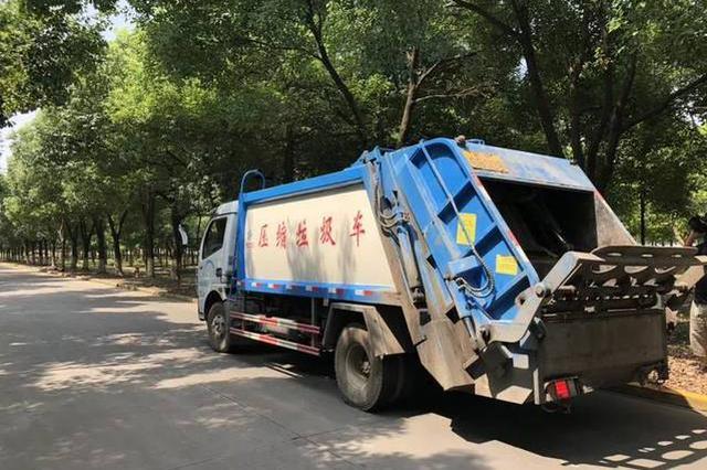 西安一垃圾運輸車跨雙黃線逆行 罰200元扣3分