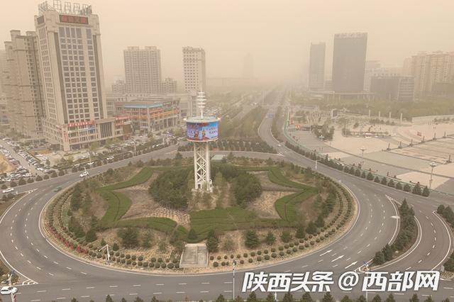 十级大风+扬沙来袭 榆林局部地区能见度降至1000余米