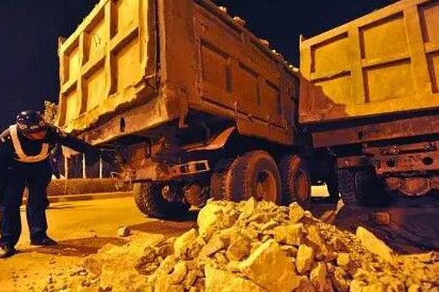 无资质、乱倾倒 西安通报9起渣土车违法违规典型案例
