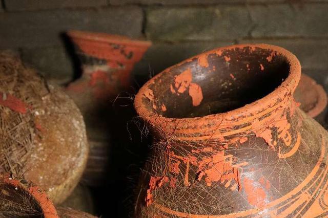 西安汉墓发现:两千多年前粮食和装粮食的织物袋子