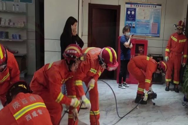 """惊险!西咸新区秦汉新城某酒店某电梯""""罢工""""17人被"""