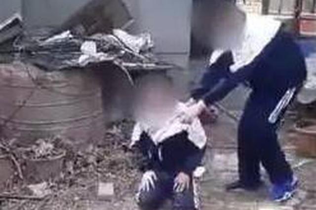 安康一学生被逼下跪还被扇耳光 警方介入处置