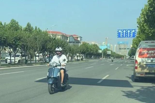 隨意變道和穿插車流情況確實存在 西安摩友呼吁:摩托車管理應