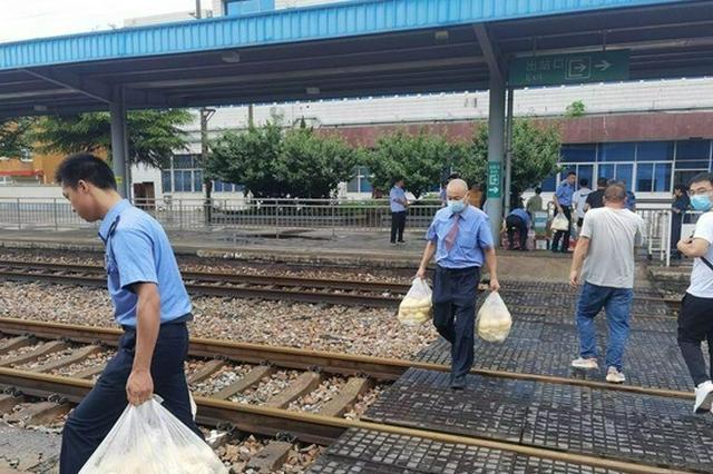 臨停52小時! K1132次列車護航旅客安全折返寶雞