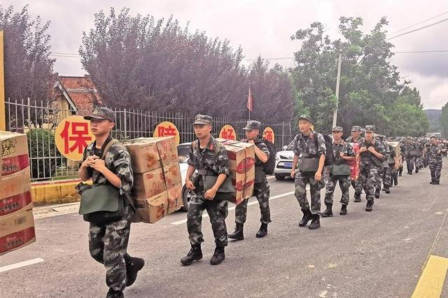 挺進!為了群眾的生命安全 洛南緊急救援受災群眾