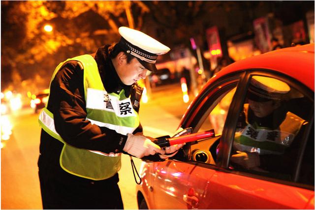 蓝田交警夜查酒驾10人被拘留 取得了良好的震慑效果