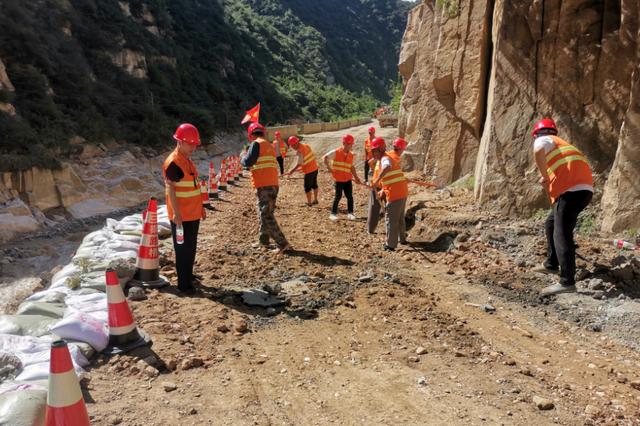多条普通干线公路受损严重!西安公路管理局开展水毁抢险工作