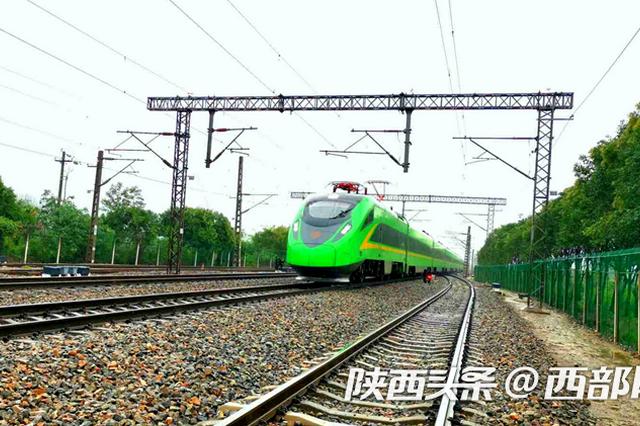 """眉县常兴火车站""""绿巨人""""动车组运营 二等座到西安28元"""