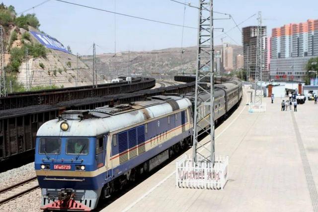 坐火车出行更便捷 中秋、国庆假期安康加开多趟火车车次