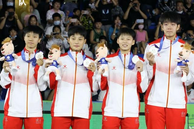 陕西队获十四运会三人篮球女子组U19比赛银牌