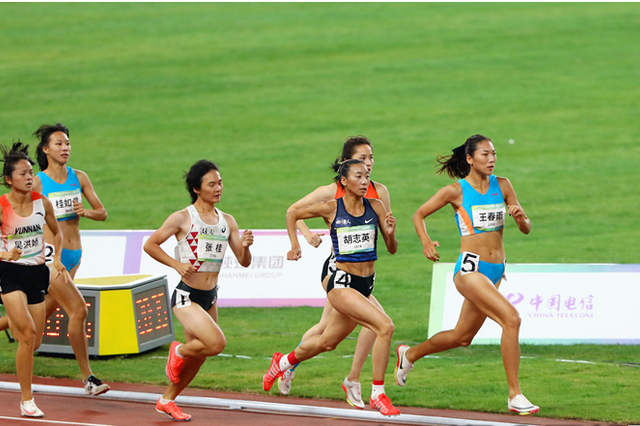 安徽选手王春雨卫冕全运会田径女子800米冠军
