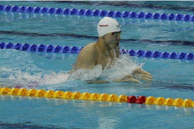 上海选手覃海洋卫冕全运会男子200米蛙泳冠军。