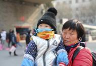 西安旅客不畏寒冷回家过新年