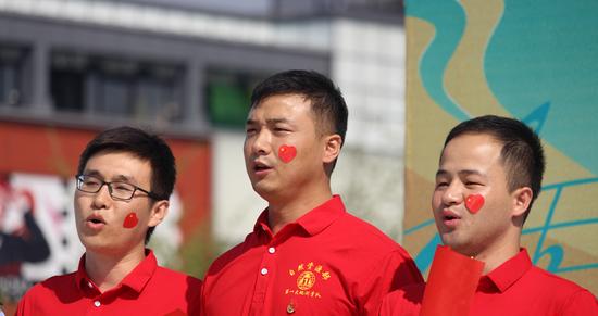 自然资源部第一大地测量队的工程师们为祖国歌唱 摄影 柳洪华