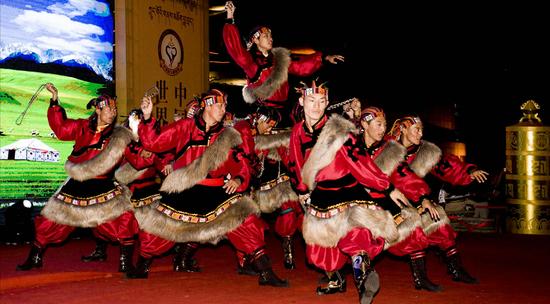 大型藏族传统歌舞剧《金顶梵音——拉卜楞》
