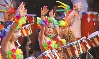 学校组织学生开展丰富多彩的文化艺术活动