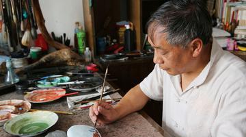 石泉退休老教师顽石上作画年入十万