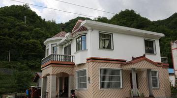 镇坪大巴山里的新居 绿色环抱的家