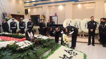 众多西安市民送别因公牺牲辅警徐锦瑞