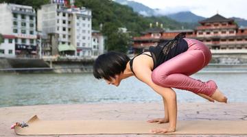岚皋山村小姐姐迷上瑜伽