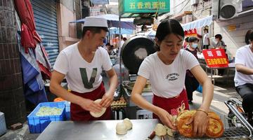 90后甘肃小夫妻西安街头卖牛肉饼