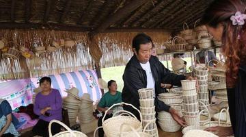 陕北农妇的柳编手艺成一景