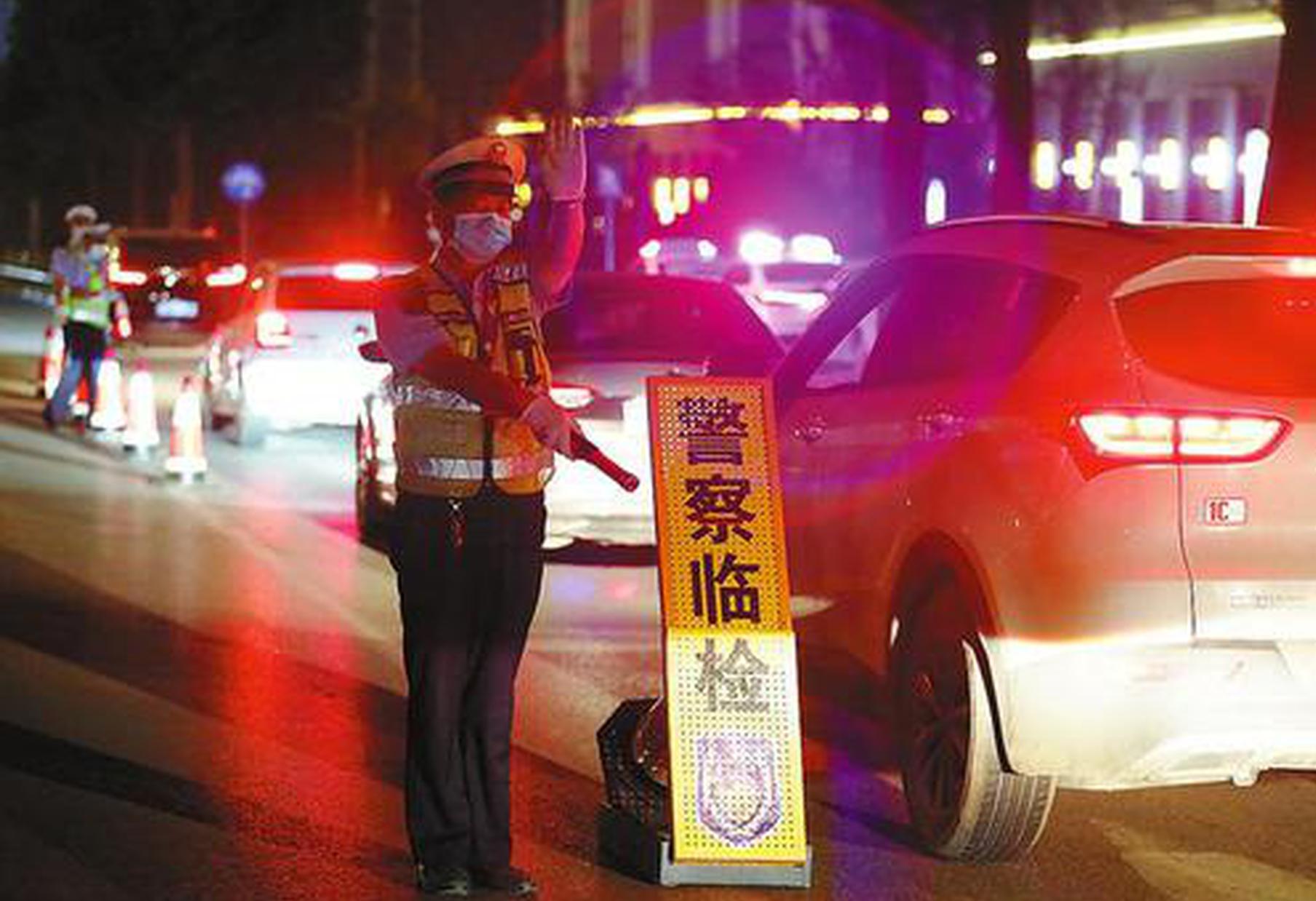 渭南公安交警全力护航高考