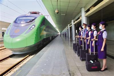 时速160公里的绿色复兴号动车组亮相 通讯员 刘松霖 摄