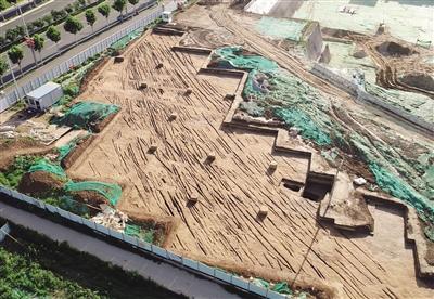 这是三义庄古代道路路面车辙(6月30日摄) 新华社发(陕西省考古研究院供图)