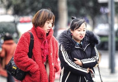 昨日西安大风降温 本报记者 王晓峰 摄