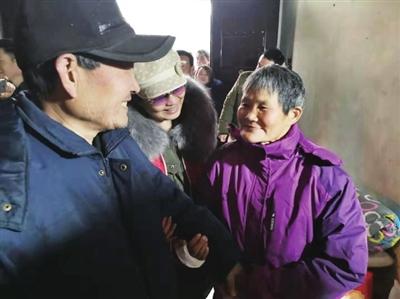 菊慧琴(右)终于和丈夫吴边祖(左)重聚