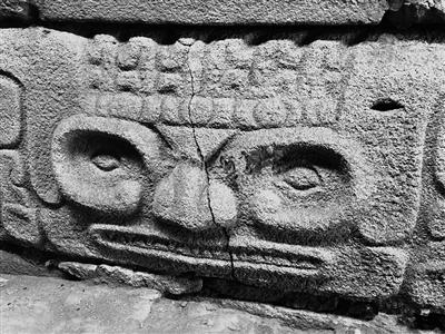 大台基南护墙出土石雕(陕西省考古研究院供图)