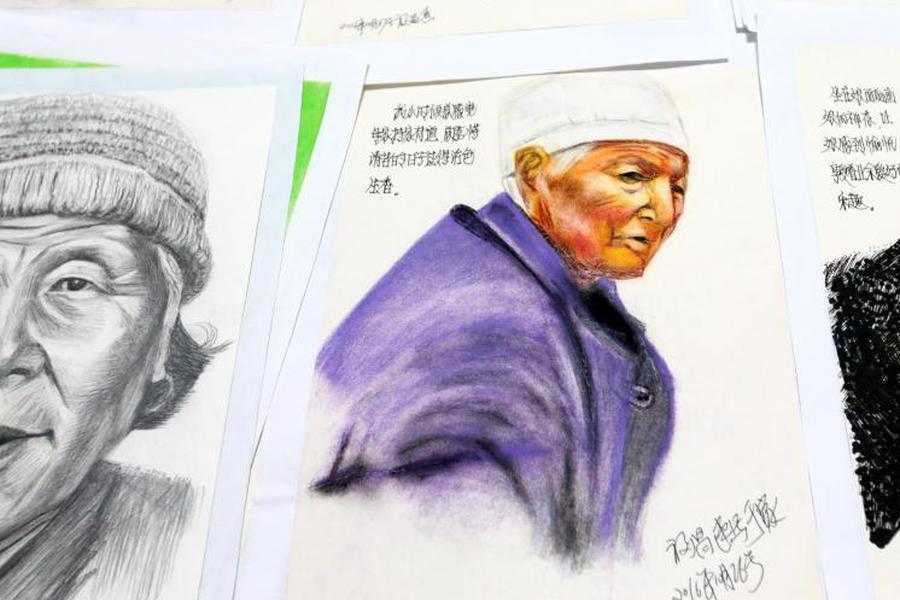 """西安""""暖男""""为母画肖像200余幅"""