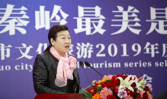 商洛市文化和旅游局副局长李秋霞主持发布会