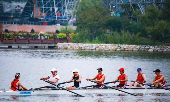 鸣笛击桨!21所国际名校竞技昆明池 上演赛艇世界争霸赛