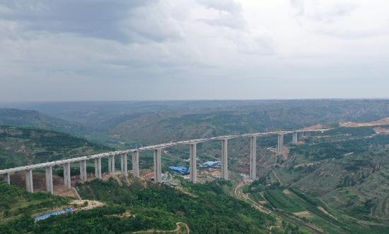 全国在建最高刚构大桥顺利合龙