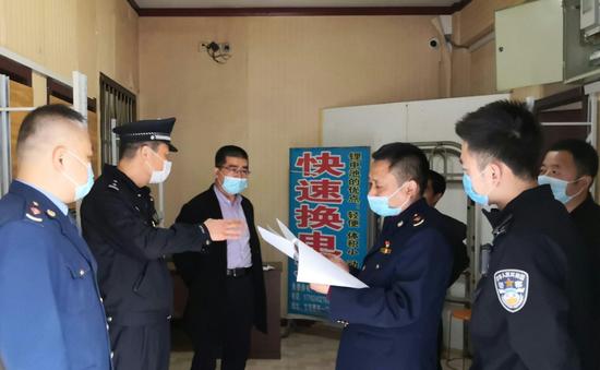 高新路工商所联合多部门开展城中村电动车安全检查