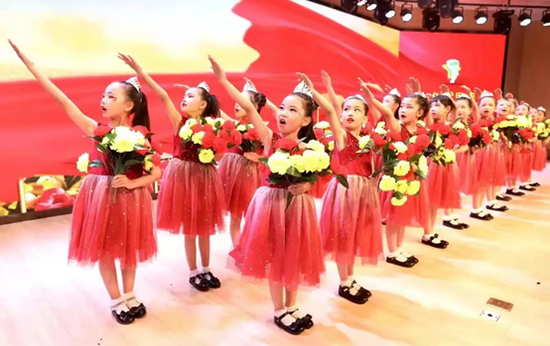 童聲合唱團表演