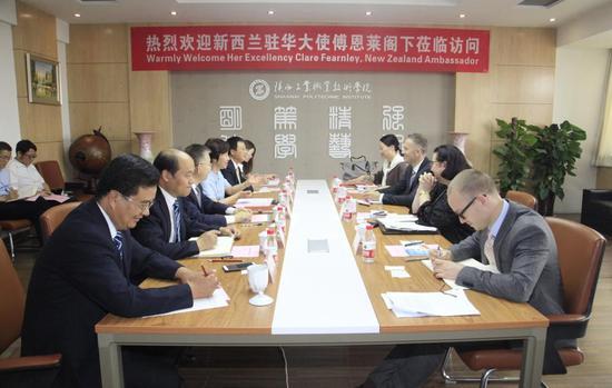 新西兰驻华大使傅恩莱访问陕西工院