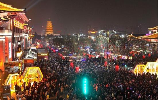 中国春节在世界舞台展现文化自信